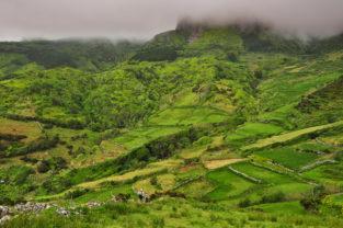 Wanderer im Hochland, Flores, Azoren, Portugal