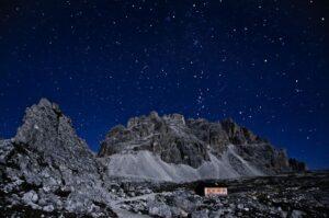 Sternenklare Nacht über der Lavaredo-Hütte, Dolomiten, Südtirol, Italien