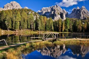Lagoa do Atorno im Herbst, Dolomiten, Südtirol, Italien
