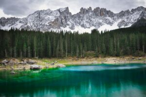 Karersee mit Latemarmassiv, Dolomiten, Südtirol, Italien