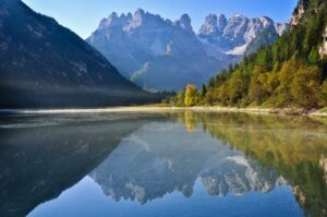 Monte Cristallo spiegelt sich im Dürrensee, Höllensteintal, Südtirol