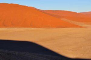 Sanddünen und Schatten, Sossusvlei, Namib-Naukluft-Nationalpark, Namibia