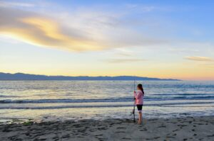 Mädchen am Strand, Tasman Bay, Neuseeland