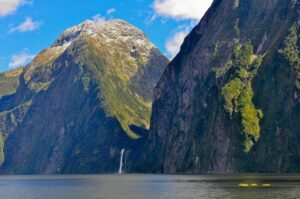 Kanufahren in den Fjorden des Milford-Sounds, Fiordland, Neuseeland