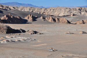 Jeep im Valle de la Luna (Mondtal), Atacama-Wüste, Región de Antofagasta, Chile