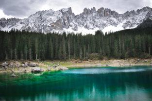Karersee vor Latemarmassiv, Dolomiten, Südtirol, Italien
