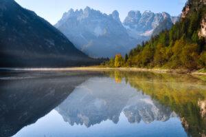 Monte Cristallo spiegelt sich im Dürrensee, Höhlensteintal, Südtirol, Italien