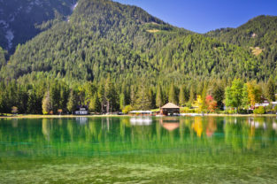 Herbstlicher Toblacher See (Lago di Dobbiaco), Südtirol, Dolomiten, Italien