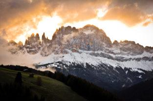 Sonnenaufgang in Tiers, Südtirol, Dolomiten, Italien