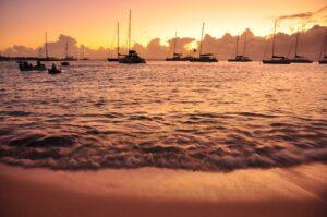 Segelschiffe vor Mustqique, St. Vincent & Grenadinen, Karibik