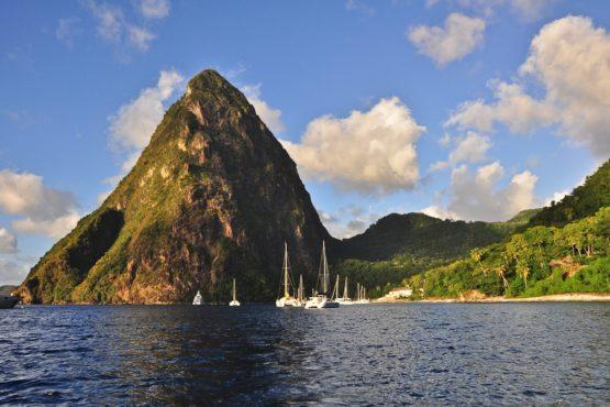 Blick auf Gros Piton in der Jalousie Bay, St. Lucia, Karibik