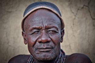 Stammeshäuptling eines Himba-Tribes, Namibia