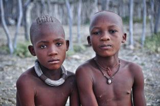 Zwei Freunde vom Stamm der Himba, Namibia
