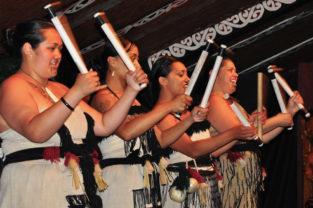 Maori-Frauen beim Tanz, Roturua, Neuseeland