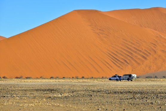 Camper im Sossusvlei, Namib-Wüste, Namibia