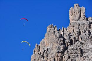 Paragliding in den Dolomiten, Südtirol, Italien