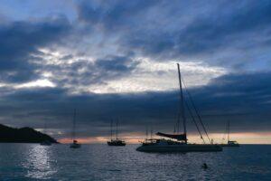 Segelschiffe am Anse Lazio, Praslin, Seychellen