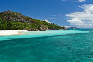 Strand in der Baie Laraie vor Curieuse, Seychellen