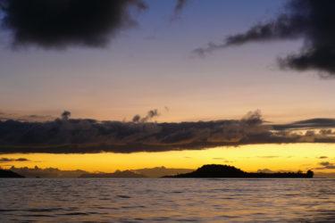 Strand von Anse Kerlan mit der vorgelagerten Insel Silhouette, Praslin, Seychellen