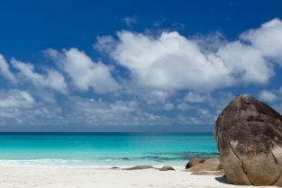 Sandstrand Anse Georgette, Praslin, Seychellen