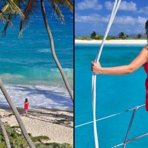 Frau unter Palmen am Strand Bottom Bay, Barbados, Kleine Antillen, Karibik