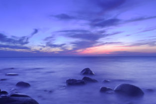 Sonnenuntergang an Ostsee-Strand bei Binz, Insel Ruegen, Deutschland