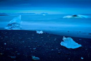Treibeis am Strand von Jökulsárlón, Island