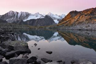 Spiegelung in Bergsee, Rinnensee, Stubaier Alpen, Tirol, Österreich