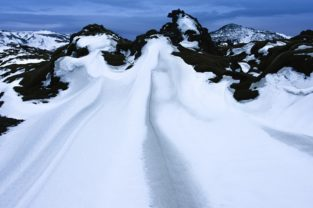 Schneelandschaft bei Hellisheidi, Island