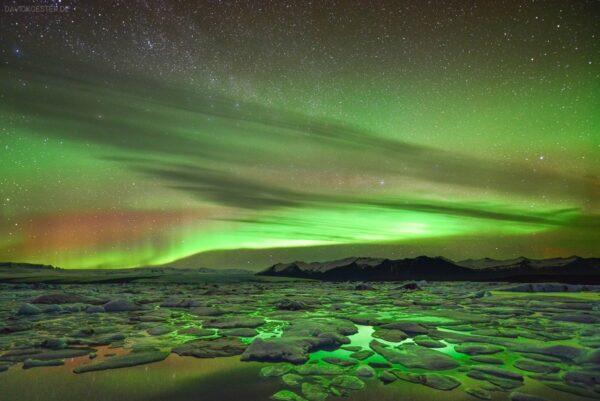 Island - Polarlichter über Gletschereislagune Jökulsarlon