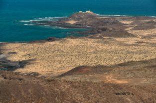 Leuchtturm auf der Isla de la Lobos vom Montaña La Caldera, Fuerteventura