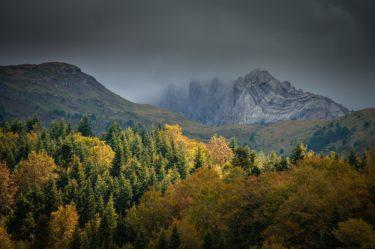 Herbstlandschaft in den Pyrenäen, Valle de Hecho, Parque Occidentales, Spanien
