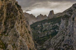 Berglandschaft bei Naranjo de Bulnes, Spanien, Picos de Europa, Asturien