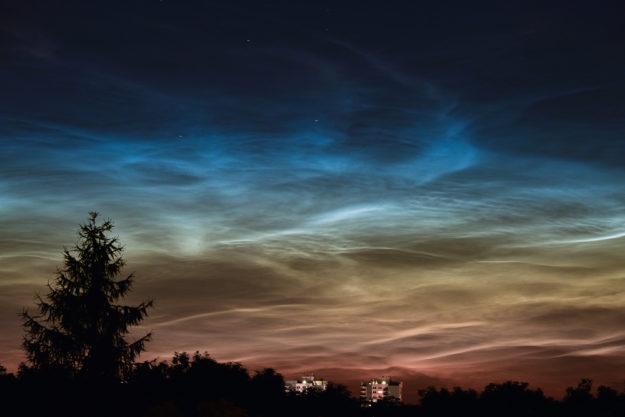 Deutschland - Nachtleuchtende Nachtwolken (noctilucent clouds)