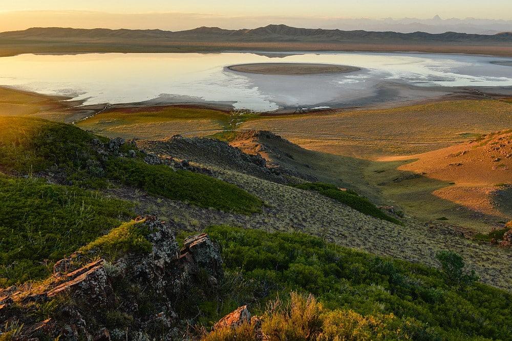 Insel im Salzseee, Tien Shan Gebirge, Kasachstan