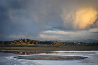 Landschaft an einem Salzsee im Tien Shan, Kasachstan