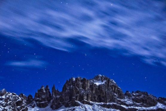 Rosengarten bei nächtlichem Wintereinbruch, Dolomiten, Südtirol, Italien