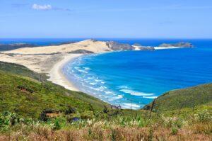 Strand von Cape Maria van Diemen mit Motuapao Island, Neuseeland