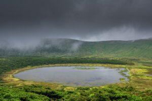 Kratersee Lagoa Branca, Flores, Azoren, Portugal