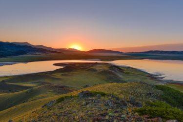 Sonnenaufgang über Gebirgssee, Tien Shan, Kasachstan