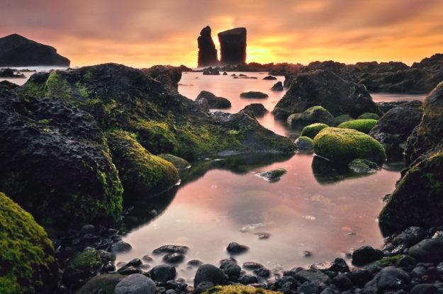 Strand bei Sonnenuntergang, Mosteiros, Sao Miguel, Azoren, Portugal