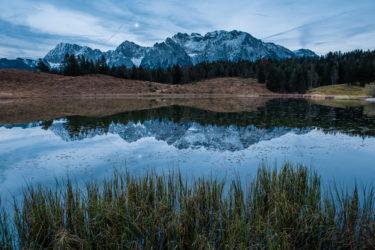 Deutschland - Spiegelung Zugspitze im Mondlicht