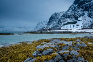 Holzkirche Gimsoysand, Lofoten, Norwegen, Landschaftsfotografie, Landschaftsfotos