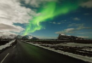 Lofoten 015 | Polarlichter über Straße, Vestvågøy | Norwegen, Winter, Polarlichter, Nordlichter, Landschaftsfotografie, Bilder, Fotos, Landschaften