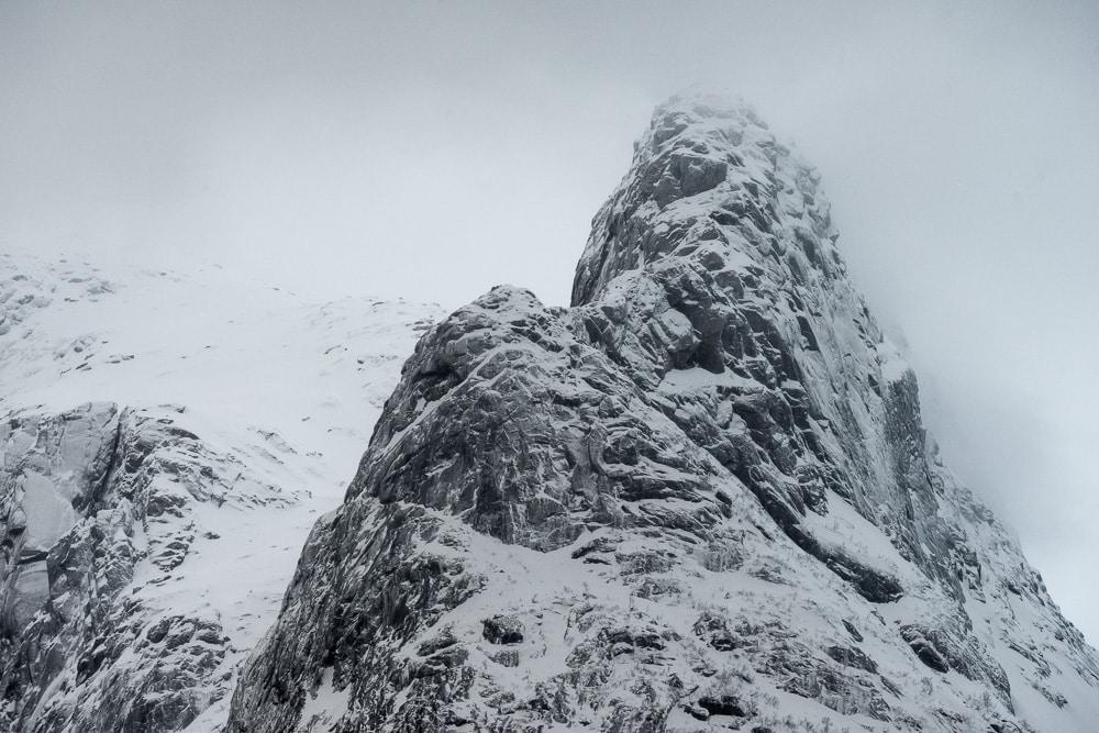 Lofoten 013   Berge - und Schneelandschaft, Trollfjord im Winter, Norwegen