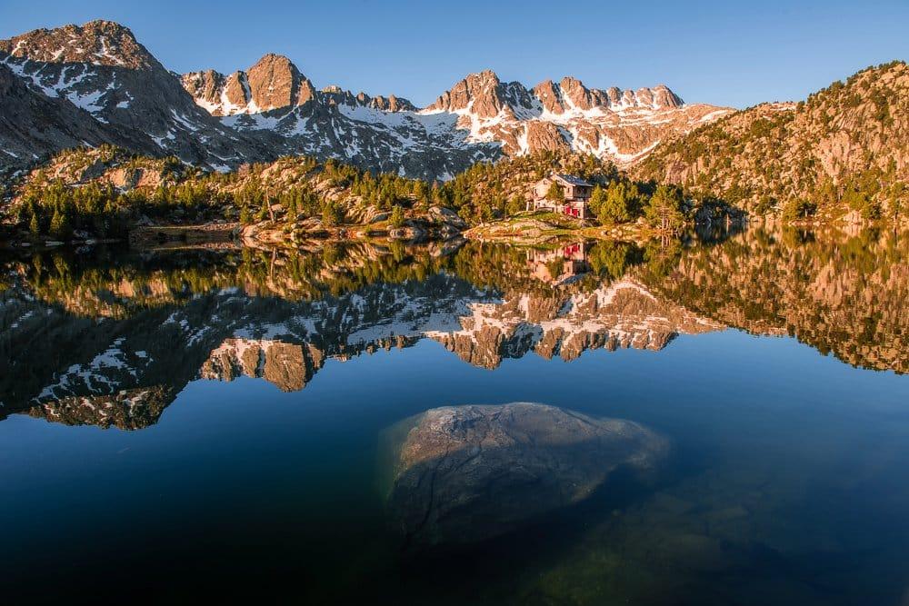 Aigüestortes i Estany de Sant Maurici Nationalpark, Estany Tort de la Peguera, Refugi JM Blanc, Katalonien, Pyrenäen, Spanien, Carros de Foc