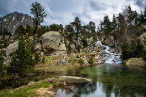 Wasserfall im Aigüestortes Nationalpark, Pyrenäen, Spanien