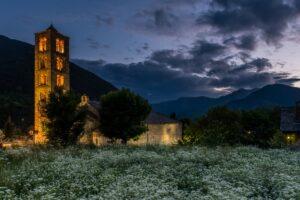 Taüll, Romanische Kirche Sant Climent de Taüll, Valle de Boi, Valle de Bohí, Aigüestortes i Estany de Sant Maurici Nationalpark, Katalonien, Pyrenäen, Spanien