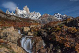 Wasserfall und Fitz Roy bei Vollmond, Patagonien, Argentinien