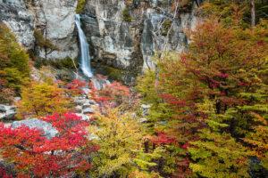 Patagonien: Wasserfall Salto de Chorillo im Herbst, Los Glaciares, El Chalten, Argentinien
